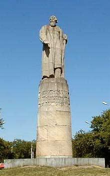 Памятники сусанину в костроме адрес памятники в туле цены в йошкар оле